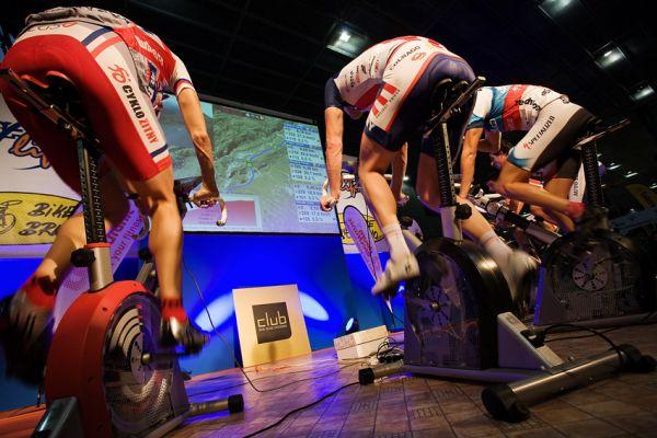 Bike Brno 2009 - závody na trenažérech - od začátku se jelo naplno, kdo z koho...