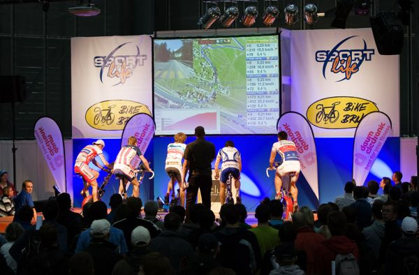 Bike Brno 2009 - závody na trenažérech - finálová jízda věrně simulovala strmý, devíti kilometrový kopec z Giro d´ Italia