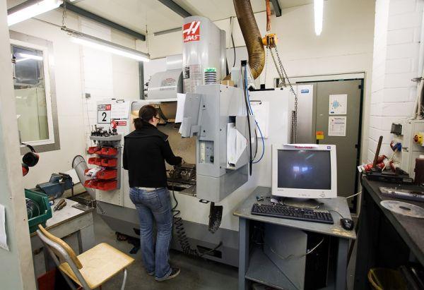 Nicolai 2009 - návštěva výroby - Haas CNC obráběcí stroj