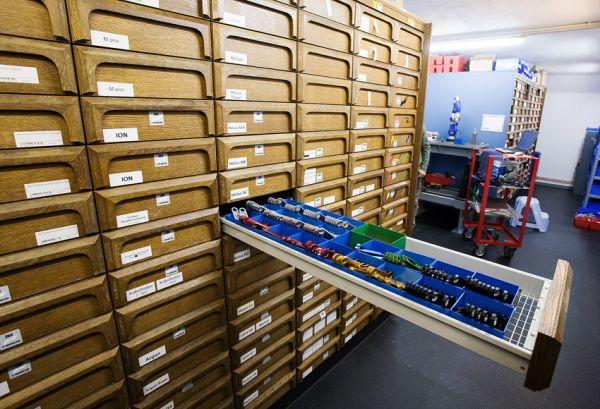 Nicolai 2009 - návštěva výroby - v téhle skříni je úplně vše s drobných dílů