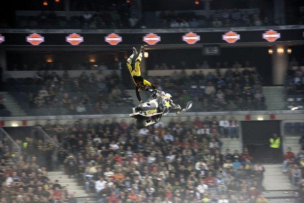 MTV FMX Gladiator Games 2009 nejdřív se Justin Hoeyer rozcvičil ...