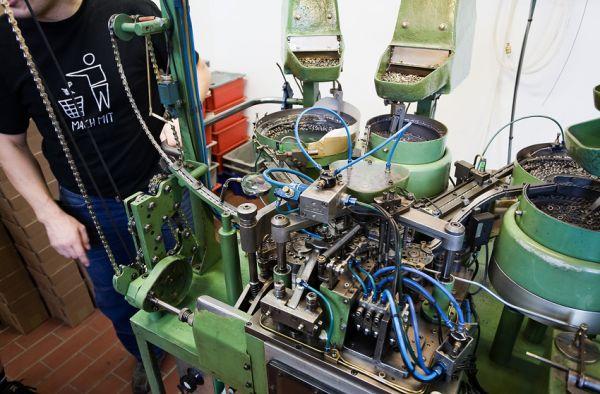 Rohloff 2009 - stroj na výrobu řetězů