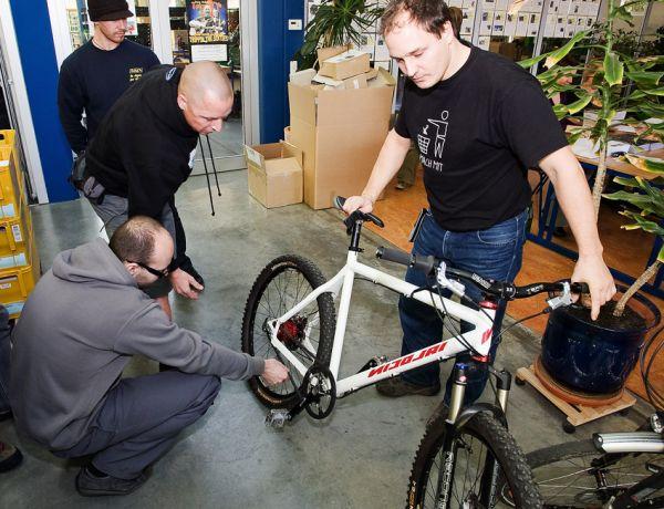 Rohloff 2009 - ukázka Carbon Drivu a náboje Rohloff na kole od Nicolaie