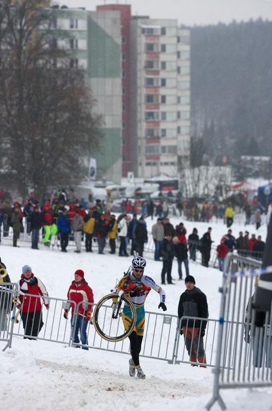 Mistrovství ČR v cyklokrosu 2010, Tábor: Zdeněk Štybar na některých místech raději volil běh