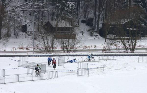 Mistrovství ČR v cyklokrosu 2010, Tábor: Kateřina Nash se právě poroučí k zemi