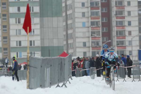 Mistrovství ČR v cyklokrosu 2010, Tábor: Pavla Havlíková a Kateřina Nash v úvodu závodu žen