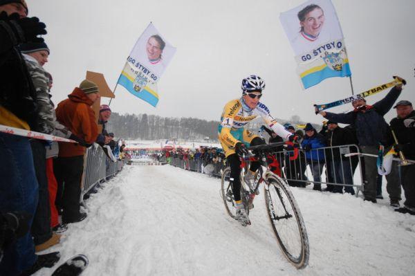 Mistrovství ČR v cyklokrosu 2010, Tábor: Zdeněk Štybar mohutně povzbuzován fanoušky