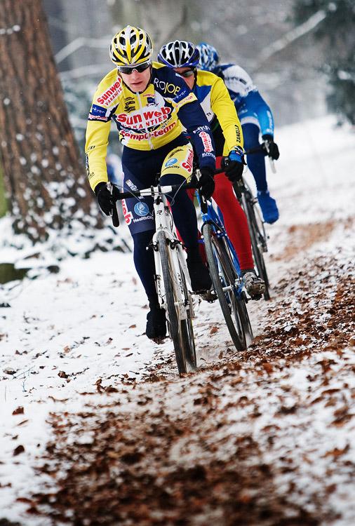 Vánoční cyklokros Praha-Stromovka 2009: Jirka Polnický vede skupinku