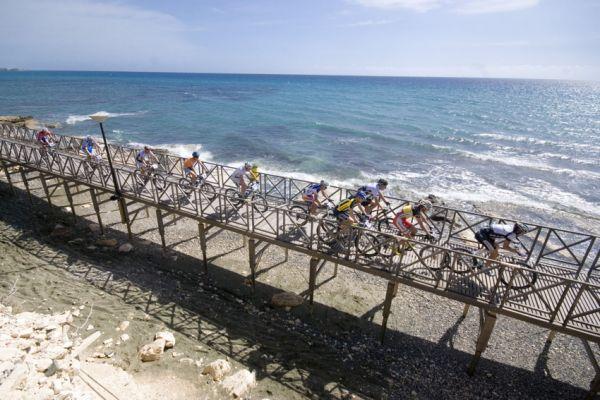 Sunshine Cup #3 2010 - Amathous, Kypr: Bikery ošplouchávalo moře