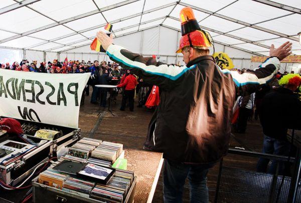 MS cyklokros Tábor 2010 - fanoušci, atmosféra...: opojná nálada v pivním stanu