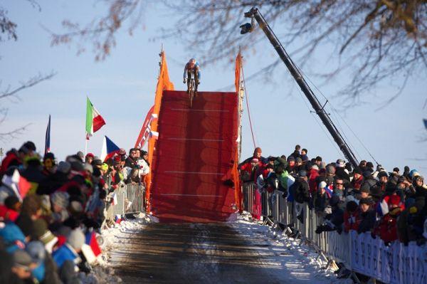 Mistrovství světa v cyklokrosu - Tábor 31.1. 2010, závod Elite - Zdeněk Štybar se blíží do cíle