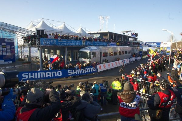 Mistrovství světa v cyklokrosu - Tábor 31.1. 2010, závod Elite - Čerstvá mistr světa zatím nechápe co se právě stalo