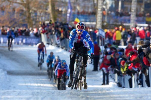 Mistrovství světa v cyklokrosu - Tábor 31.1. 2010, závod Elite - Zdeněk Štybar vede vláček závodníků
