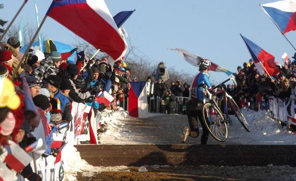 Mistrovství světa v cyklokrosu, Tábor 2010 - Elite: Zdeněk Štybar hnaný diváky