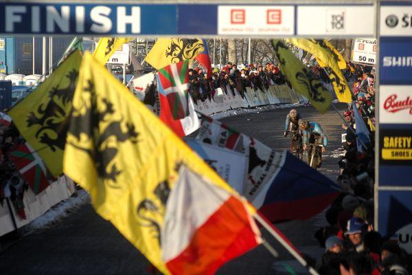 Mistrovství světa v cyklokrosu, Tábor 2010 - Elite: Martin Bína po skvělém výkonu prohrává spurt o bronz s Nijsem