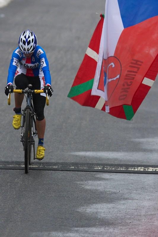 Mistrovství světa v cyklokrosu - Tábor 31.1. 2010 - závod žen - cílovou pásku překonala Katka se smutkem vv duši