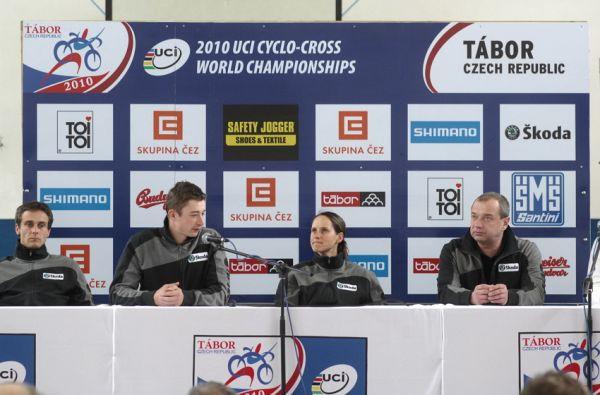 Cyklokrosové MS v Táboře 2010 - čtvrtek: Martin Bína, Radek Šimůnek, Kateřina Nash a Petr Klouček
