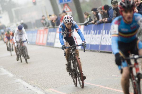 SP cyklokrosa�� Hoogerheide 2010 - junio�i & U23: Michael Boro� doj�d� p�t�