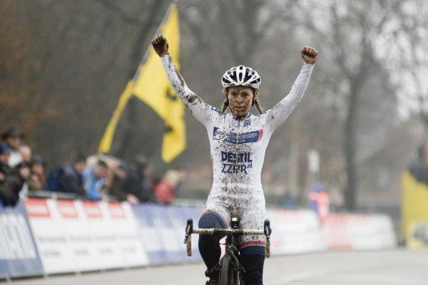 Sv�tov� poh�r v cyklokrosu #9, Hoogerheide 2010: Daphny van den Brand celkovou v�t�zkou Sv�tov�ho poh�ru