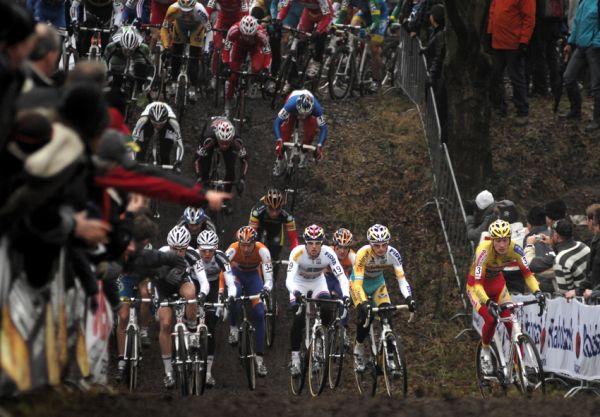 Sv�tov� poh�r v cyklokrosu #9, Hoogerheide 2010: start elitn� kategorie