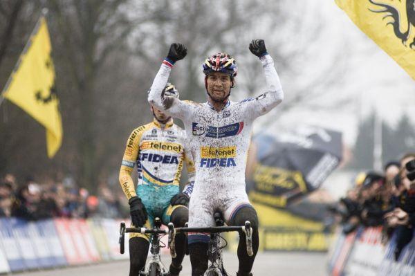 Sv�tov� poh�r v cyklokrosu #9, Hoogerheide 2010: Zden�k �tybar doj�d� druh� a slav� celkov� triumf ve SP!