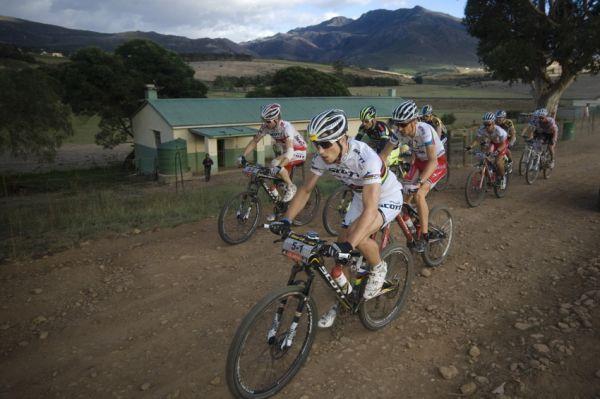 ABSA Cape Epic 2010 - 7. etapa: čelo znovu pohromadě