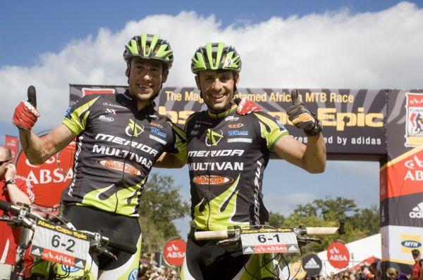 ABSA Cape Epic 2010 - 8. etapa: Rudi van Houts a José Antonio Hermida