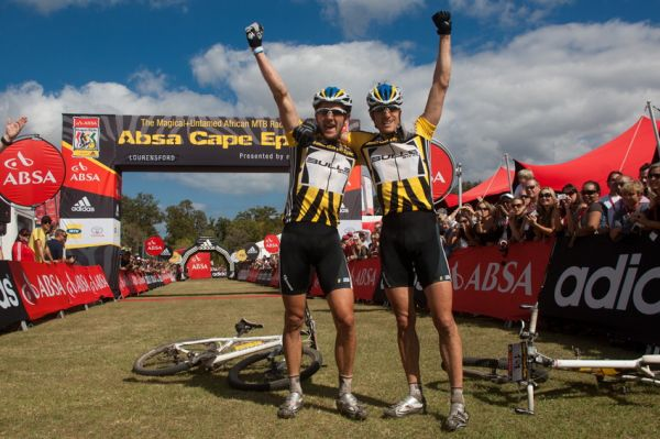 ABSA Cape Epic 2010 - 8. etapa: Karl Platt a Stefan Sahm obhajují vítězství na Cape Epic