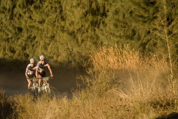 ABSA Cape Epic 2010 - 2. etapa: brzký útok bratří Fluckigerů