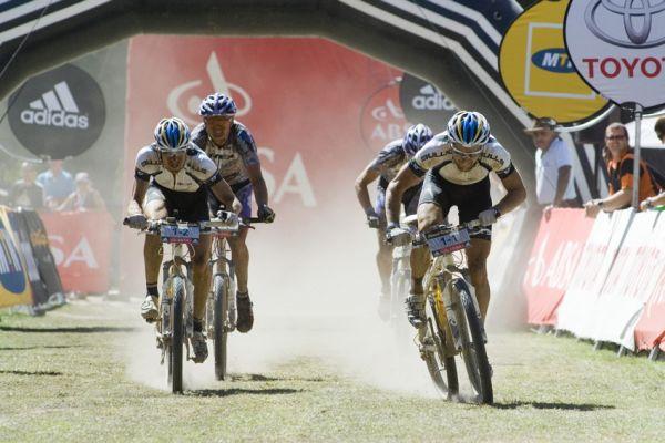 ABSA Cape Epic 2010 - 3.etapa: Bulls spurtují o třetí místo