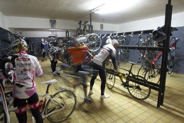 Mallorka 2010 s Václavem Uhrem. Místo aut okupují podzemní garáže bicykly. Počet parkovacích míst? 500!