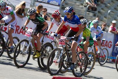 ženský závod se zahraniční účastí