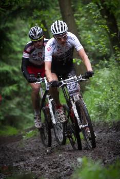 Jaroslav Kulhavý a Tomáš Vokrouhlík na 25. kilometru