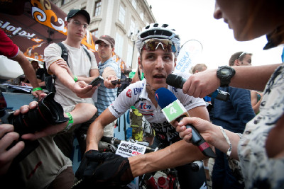 v zajetí médií