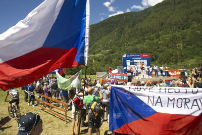 Kateřina Nash na pódiu a české vlajky letěly vzhůru