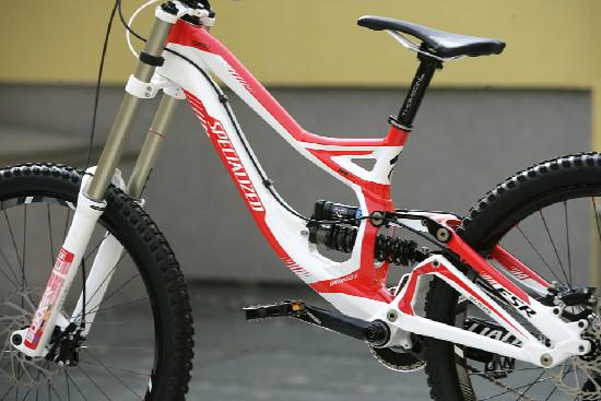 FR a DH novinky Specialized 2011