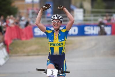 Alexandra Engen vítězí v kategorii do 23 let