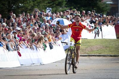 José Antonio Hermida vítězí