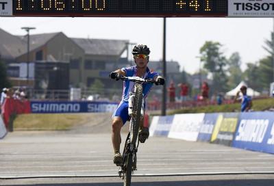 Tomáš Paprstka oslavuje třetí místo