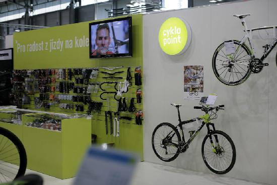 Merida přivezla krámový koncept Cyklo Point