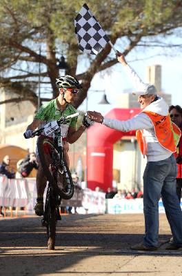 Marco Aurelio Fontana projel cílem po zadním kole