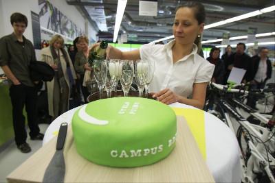 Zelený dort nezní příliš lákavě, ale tenhle nevypadá špatně!