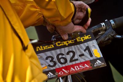 nejsmutnější okamžik dne na Cape Epic - nestihnutí limitu