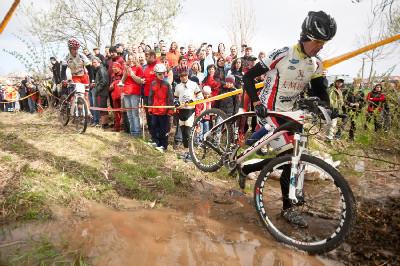 Tomáš Trunschka překonává brod