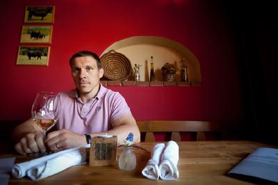 Václav Silovský ve své restauraci v Soběsukách