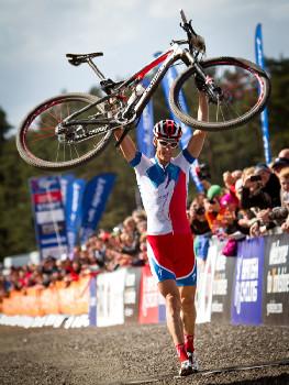 Jaroslav Kulhavý vyhrává závod Světového poháru