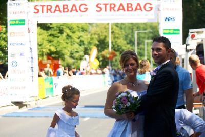 Závody nezabránili svatebčanům slavit