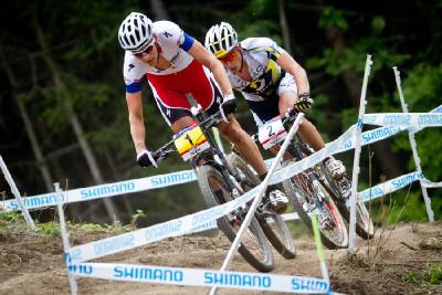 Jaroslav Kulhavý a Nino Schurter v posledním kole
