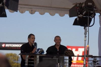Třeba i Juliena Absalon s Fabienem Barelem jakožto televizními moderátory