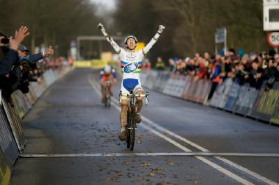 Lars Van Der Haar (U23) vyhrává svůj třetí závod seriálu